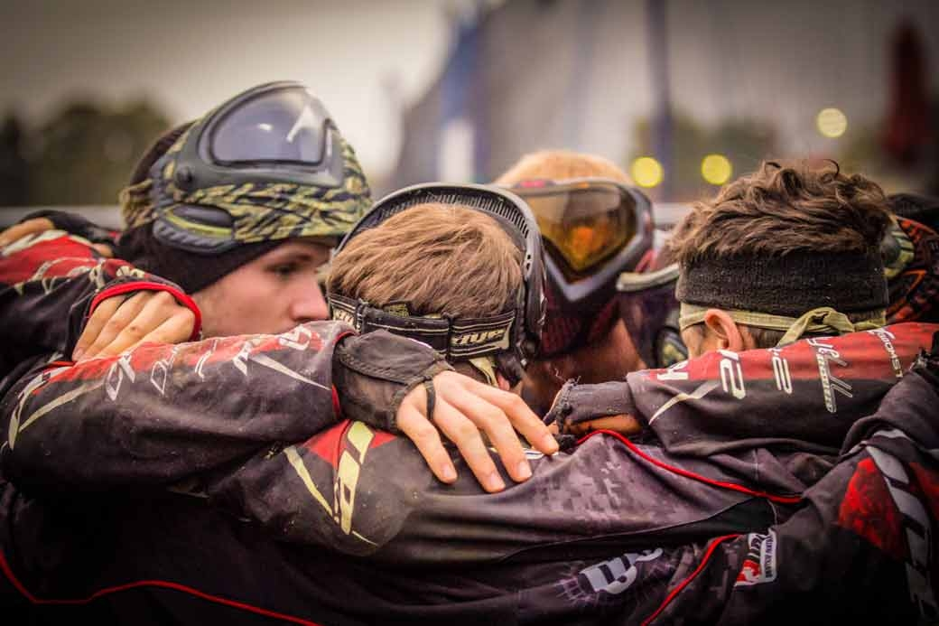 Teamsupport_Huddle_Paintball